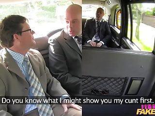Weibliche Fake Rothaarige Taxi Fun with